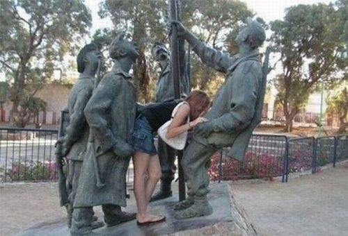 s-amuser-statues-22
