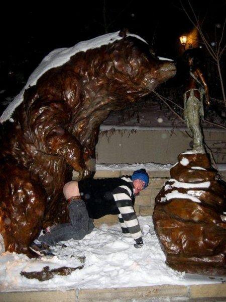 s-amuser-statues-24