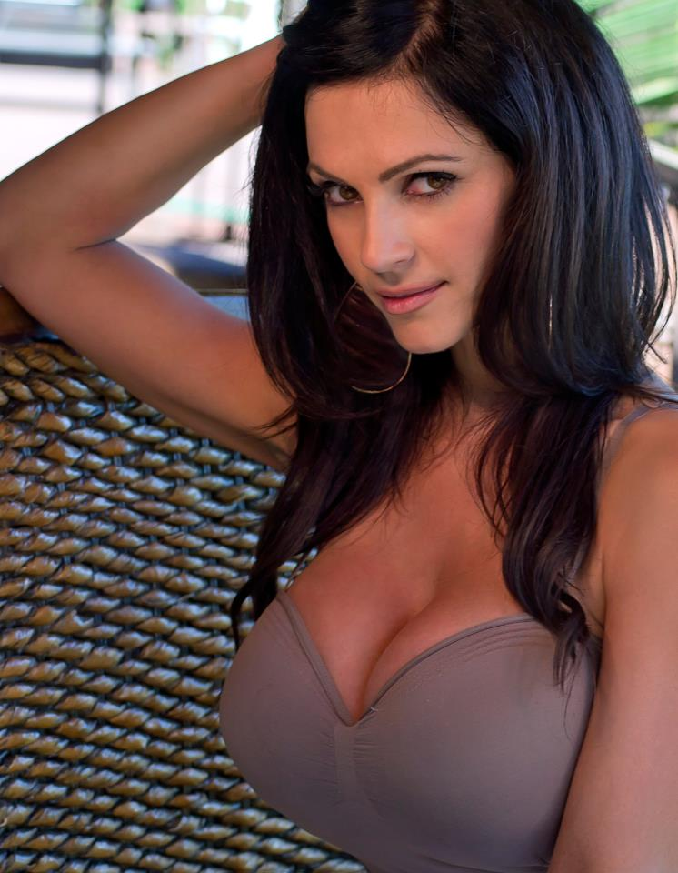 denise-milani-facebook-04