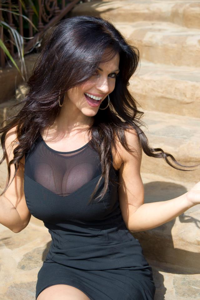 denise-milani-facebook-08