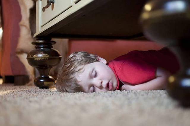 enfants-fatigues-dormir-partout-02