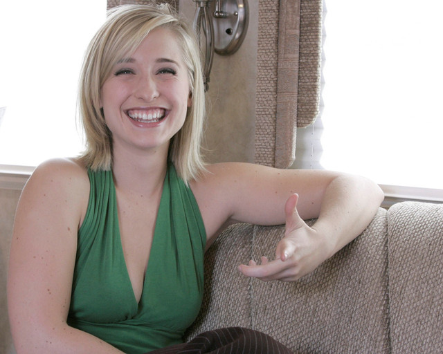 allison-mack-sourire