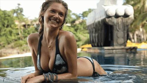 kate-upton-dans-piscine