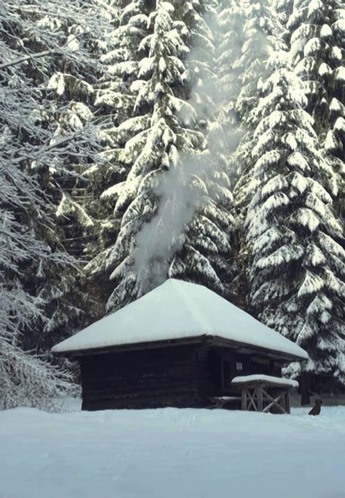 chalet-sous-neige-montagne