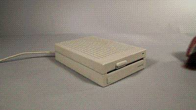 lecteur-disquettes-pieds