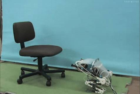robot-saute-sur-une-chaise