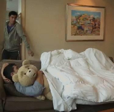dormir-dans-canape-quand-quelquun