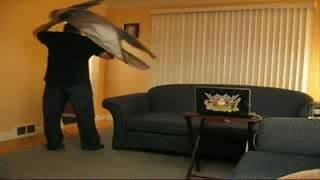 homme-peur-fonce-mur
