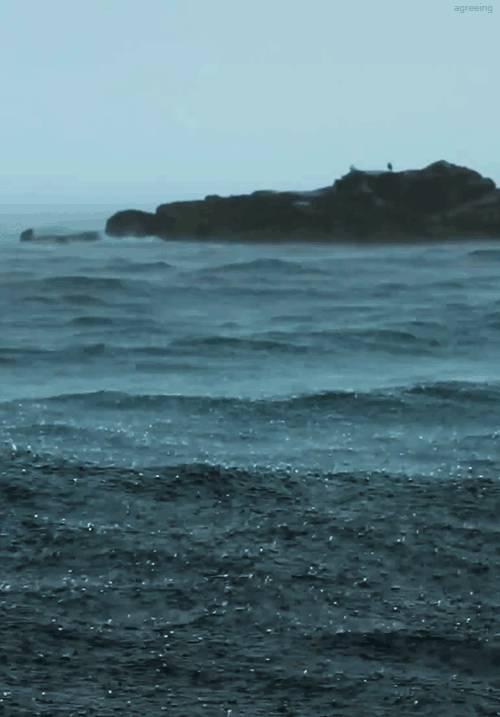 pluie-qui-tombe-sur-mer