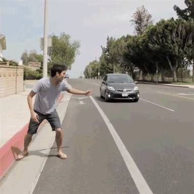 rentrer-force-dans-une-voiture-qui-roule