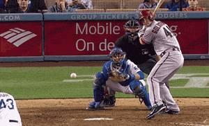 balle-baseball-dans-les-couilles