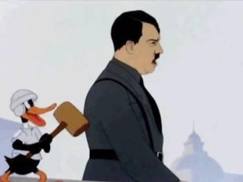 daffy-duck-frappe-hitler-avec-marteau