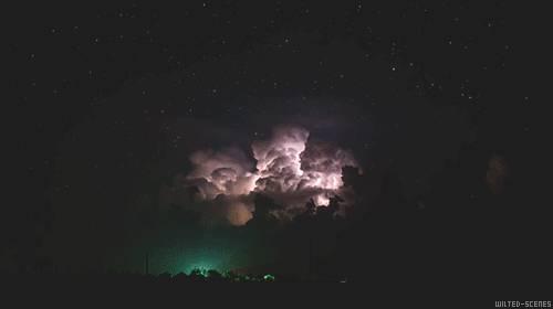 eclairs-dans-les-nuages
