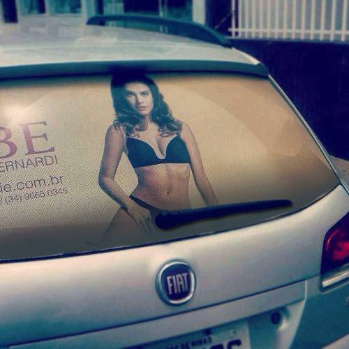 erection-fille-voiture-essuie-glace