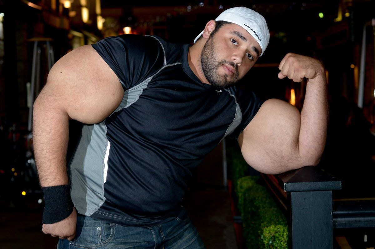 moustafa-ismail-plus-gros-biceps-monde-02