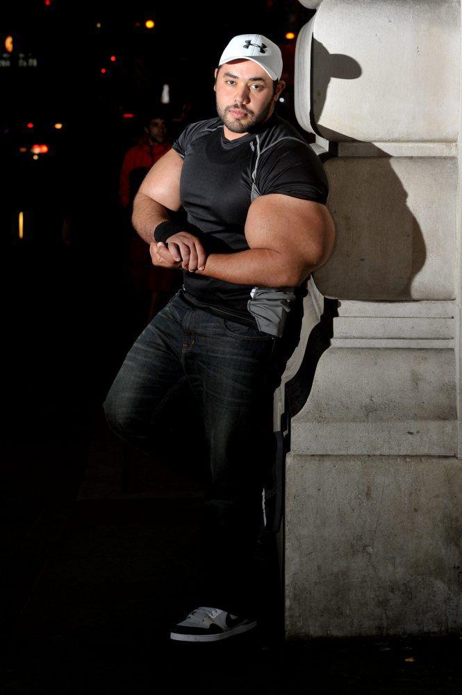 moustafa-ismail-plus-gros-biceps-monde-11