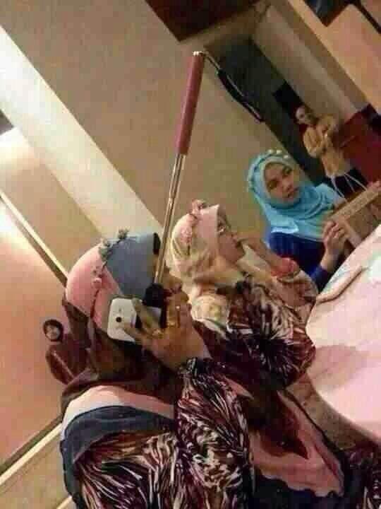 telephoner-baton-selfie-12