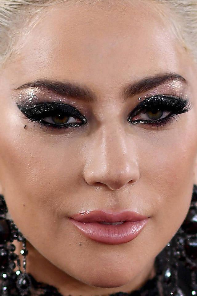 visage-celebrites-pres-lady-gaga