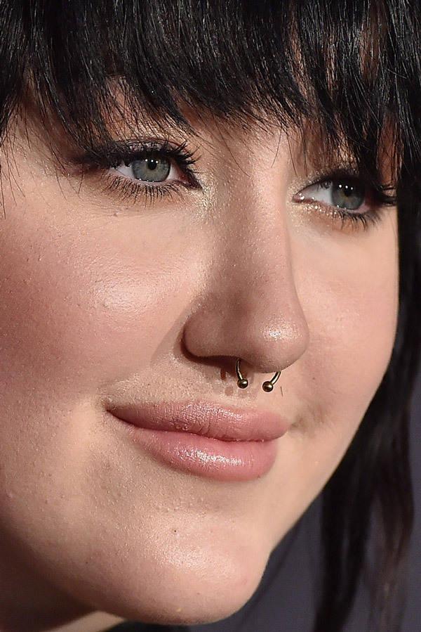 visage-celebrites-pres-noah-cyrus