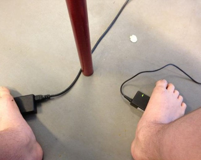 rechauffer-pieds-prise-ordinateur