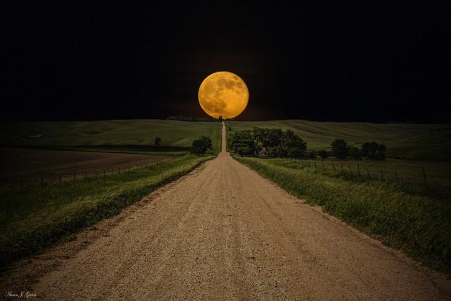 pleine-lune-bout-route
