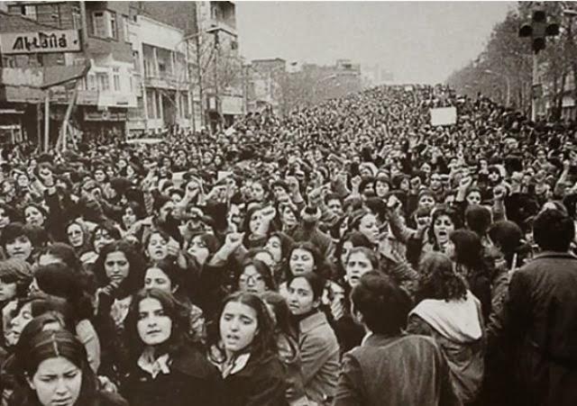 femmes-manifestation-contre-hijab-force-1979