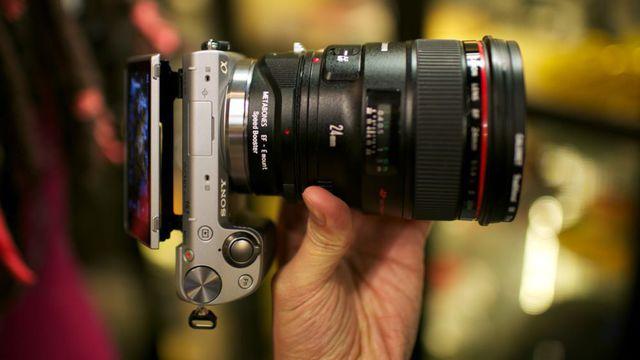 appareil-photo-numerique-avec-gros-objectif