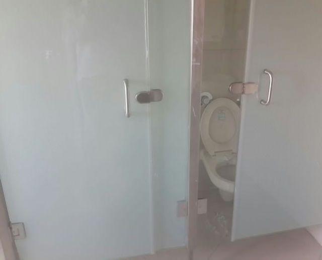toilettes-pour-exhibitionniste