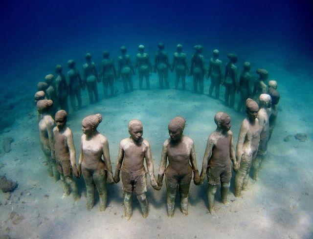 statues-enfants-ronde-sous-eau