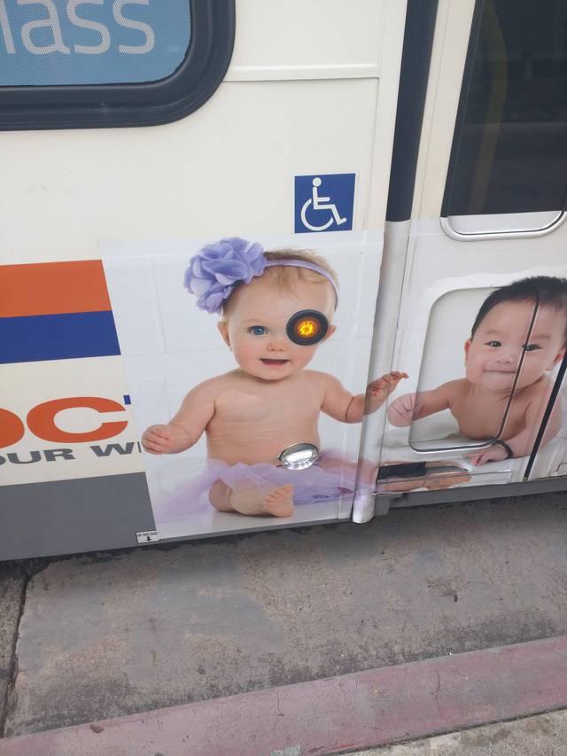 hasta-vista-baby-bouton-bus-terminator-handicape