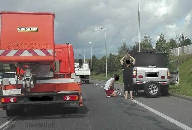femme-triangle-danger-voiture