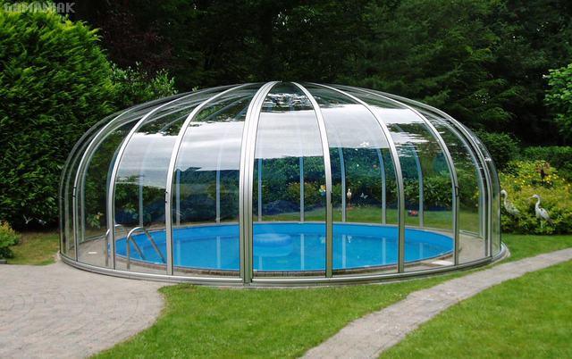 piscine-interieur-jardin