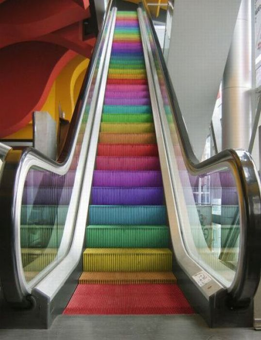 images-vrac-47-escalator-route-arc-en-ciel
