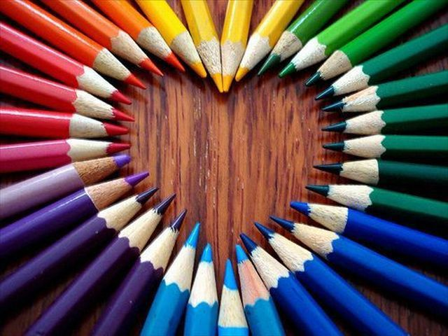 crayons-arc-ciel-coeur