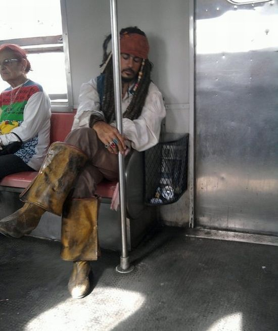 jack-sparrow-prend-metro