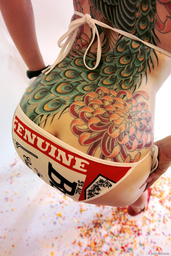 beau-tatouage-colore-dos