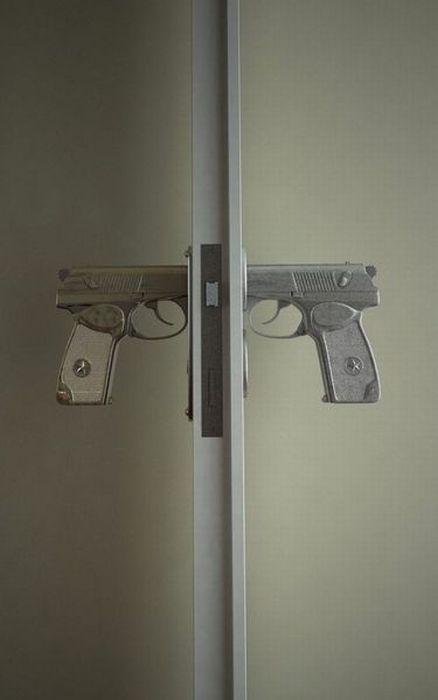 poigne-portes-forme-pistolet