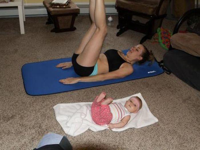 bebe-fait-sport-avec-maman
