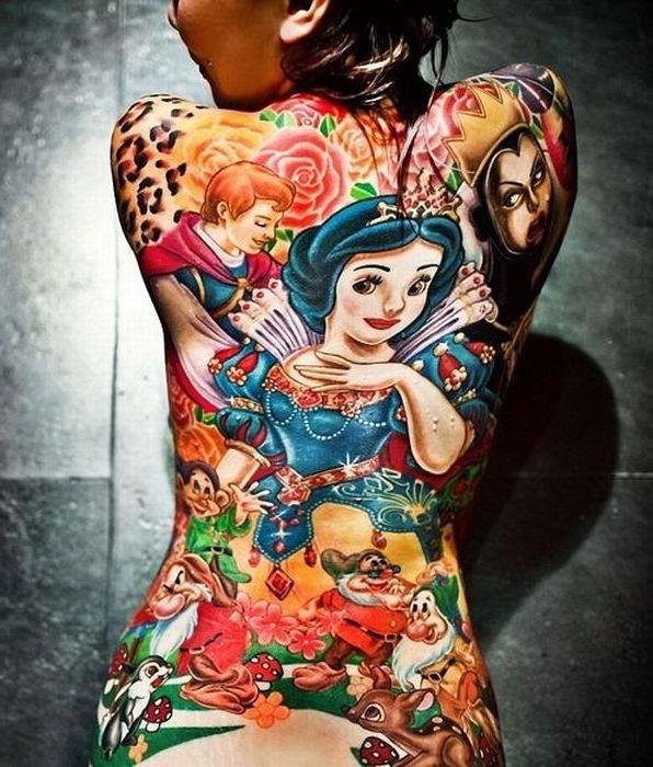 tatouage-dos-blanche-neige
