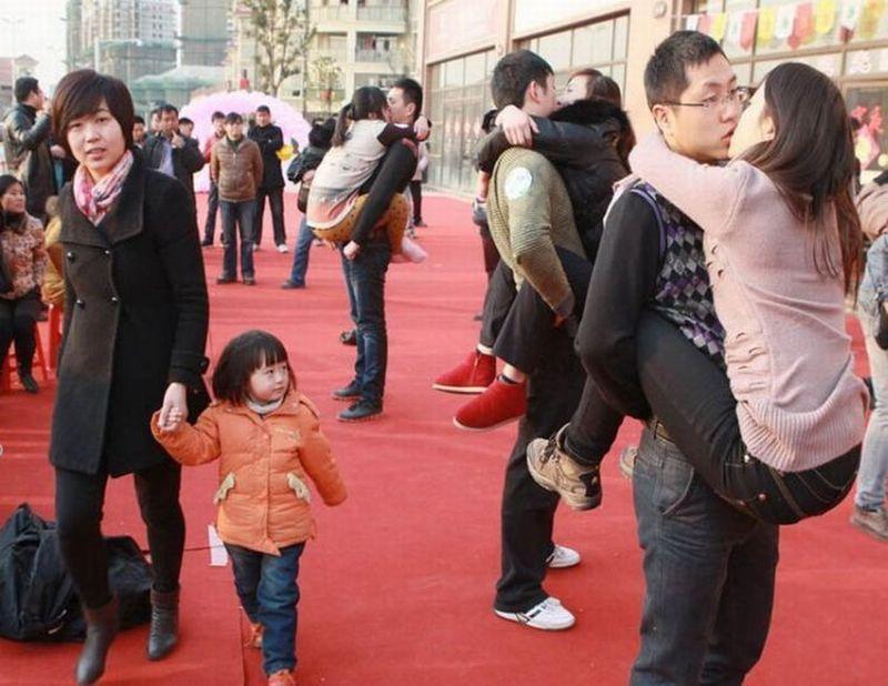 flashmob-baiser-bizarre-japon