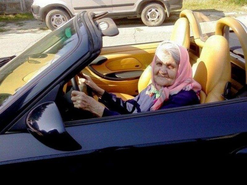 mamie-voiture-sport