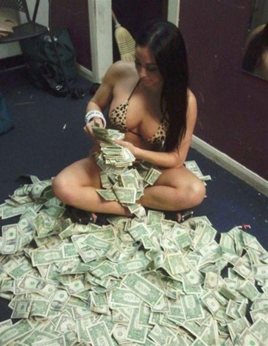 bonne-journee-pour-cette-stripteaseuse