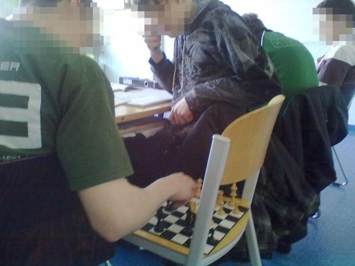 jouer-echecs-pendant-cours