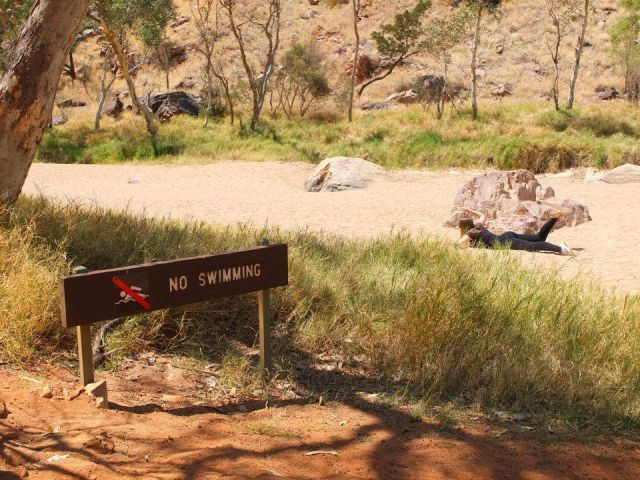interdit-nager-dans-terre