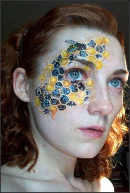 tatouage-ruche-sur-visage