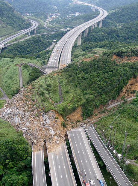 glissement-terrain-sur-une-autoroute