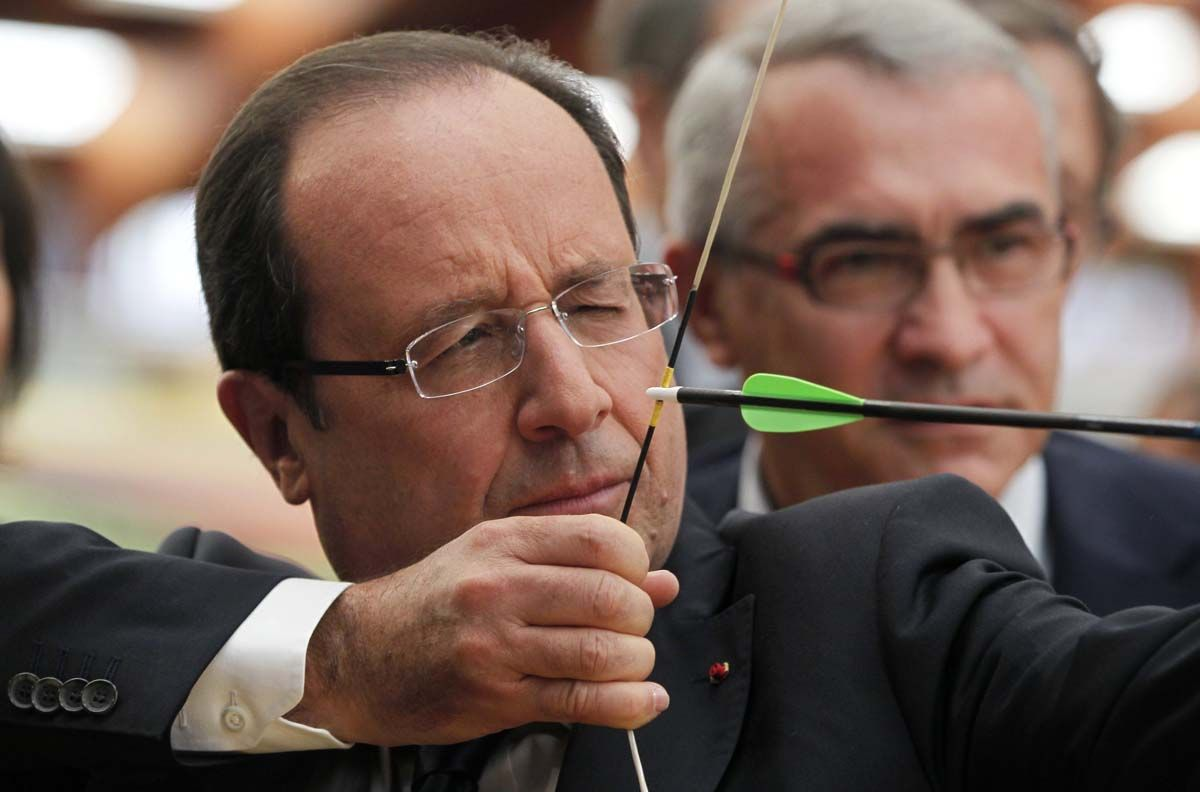 francois-hollande-tire-arc