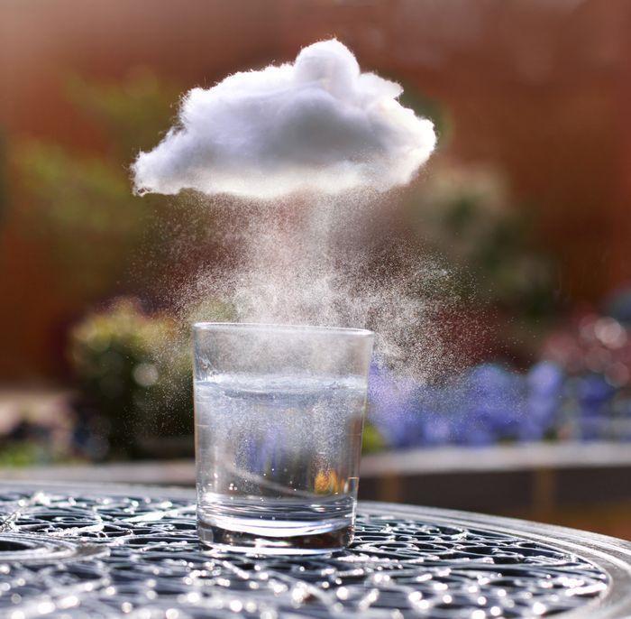 nuage-qui-remplit-verre-deau