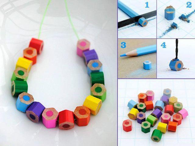 collier-avec-des-crayons-couleur