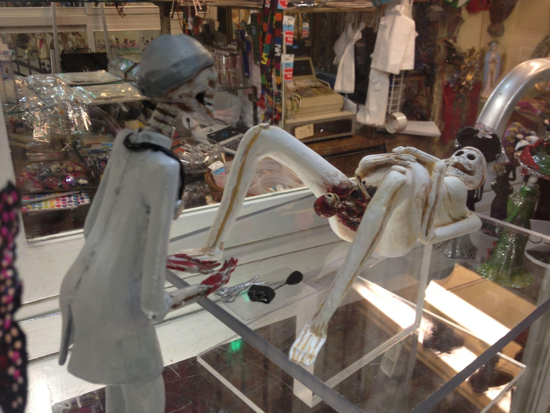 accouchement-femme-squelette